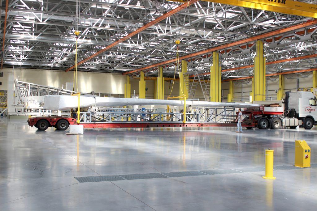 Отправка автомобильным транспортом в ЦАГИ детали самолета МС-21