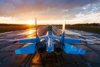 Истребитель Су-30СМ готовится для взлету