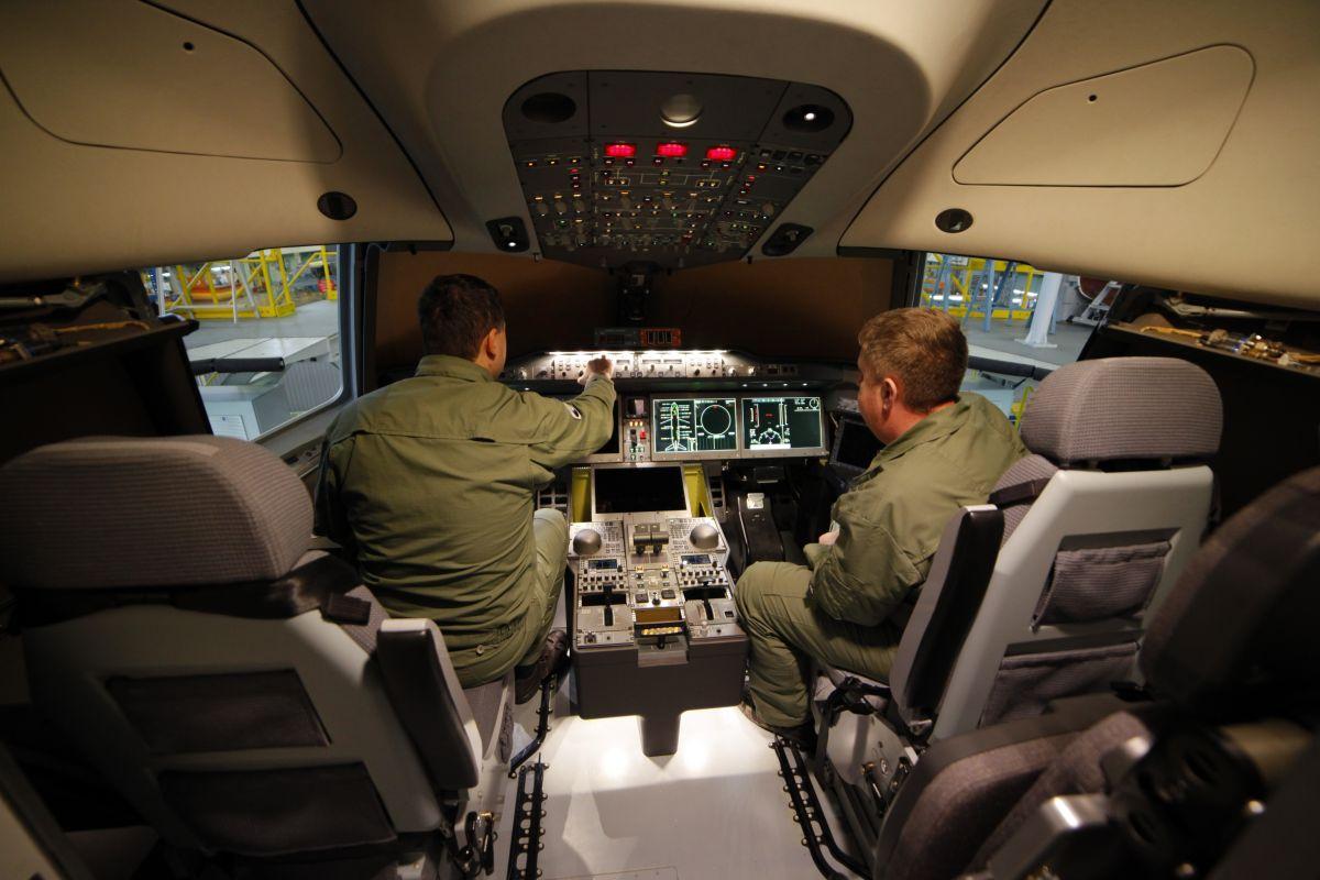 Кабина самолета МС-21-300-0001