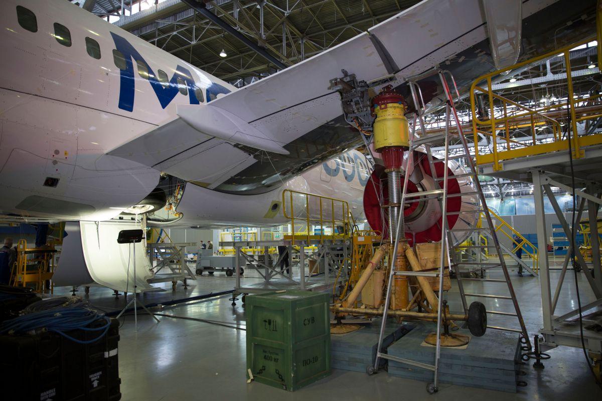 Частотные испытания самолета МС-21-300-0001 на заводе Иркут